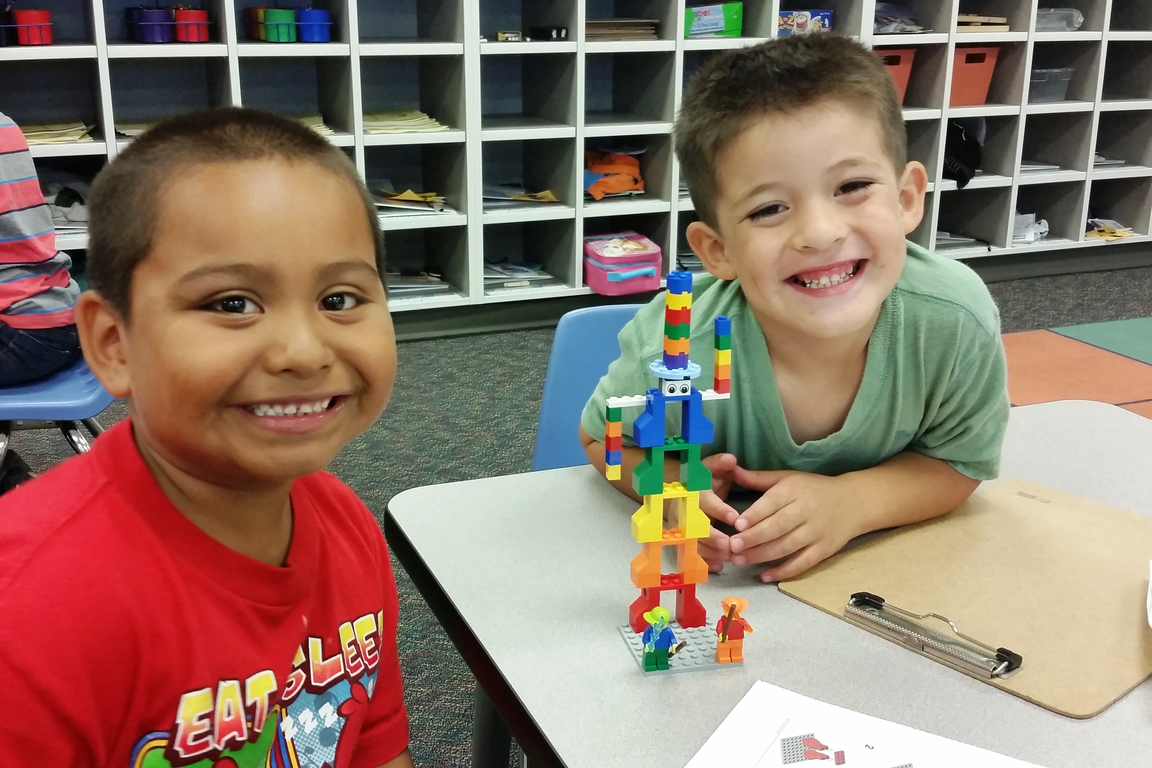 Oak View Students Learn with Legos!